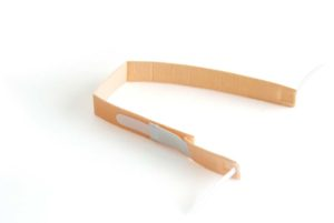 Fixation band for tracheostomy cannula with elastic strap and Velcro® fasteners